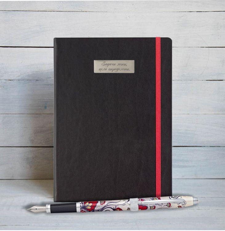 """Набор с гравировкой: Блокнот и Перьевая ручка Cross Botanica. Цвет - """"Красная Колибри""""."""
