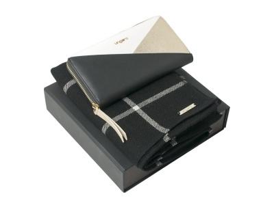 OA2003028778 Ungaro. Подарочный набор: шарф шерстяной, кошелек дамский. Ungaro
