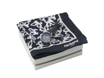 OA2003028436 Cacharel. Подарочный набор: часы наручные женские, шелковый платок. Cacharel