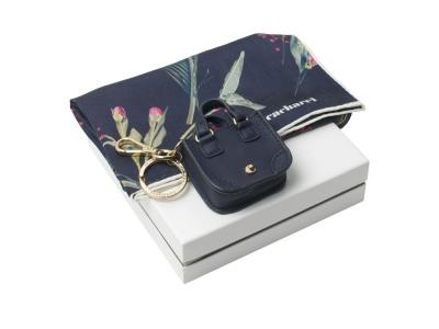 OA2003028418 Cacharel. Подарочный набор: шелковый платок, брелок. Cacharel