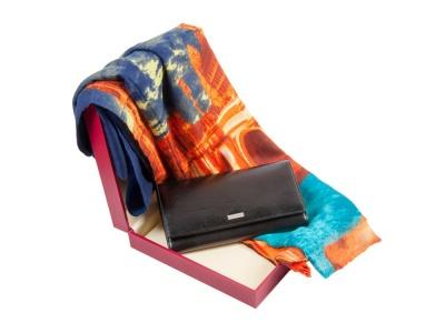 OA2003026747 Diplomat. Подарочный набор: дамское портмоне и стильный шарф