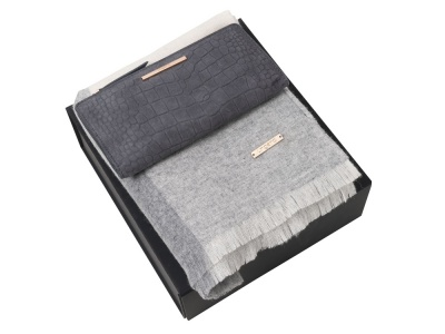 OA2003028777 Ungaro. Подарочный набор: шарф шерстяной, кошелек дамский. Ungaro