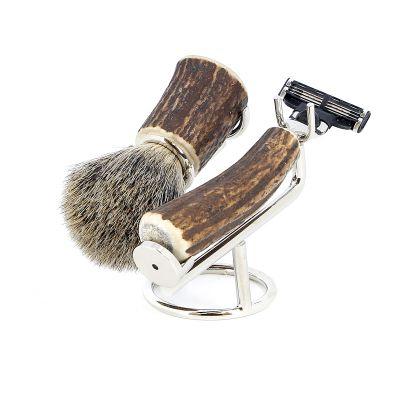 GR17111356 S.QUIRE Кожаная коллекция. Бритвенный набор S.Quire, коричневый: станок, рукоять из латуни с никелированным покрытием и рог оленя; помазок, ворс барсука; подставка, латунь с ник