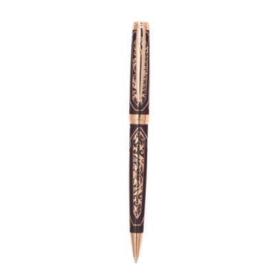 PC6902BP-R Шариковая ручка Pierre Cardin RENAISSANCE. Корпус  - латунь, покрытие глянцевым коричневым лаком с гравировкой, позолота. Отделка и детали дизайна -