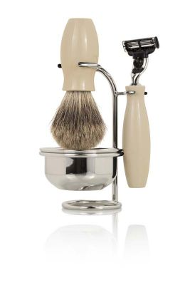 GR17111332 MONDIAL Бритвенные наборы. Бритвенный набор Mondial. В состав набора входит: бритва, помазок, чаша, подставка. Материал - латунь, покрытие - никель, акрил, ворс барсука