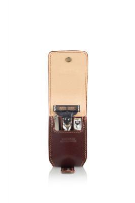 GR17111328 MONDIAL Бритвенные наборы. Бритвенный дорожный мини-набор Mondial : в кожаном чехле: станок, пинцет, книпсер; серебристый