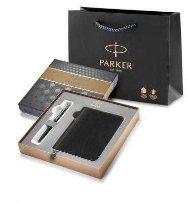 R0033010GiftBox Подарочный набор с Ежедневником недатированным, черный  и Шариковая ручка Parker Jotter K60, цвет: Black