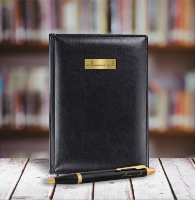 mal-1931666 Набор с гравировкой: Ежедневник недатированный и Шариковая ручка Parker IM Metal, цвет: Black GT